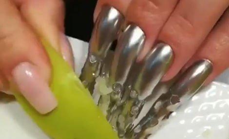 körmök pénisz