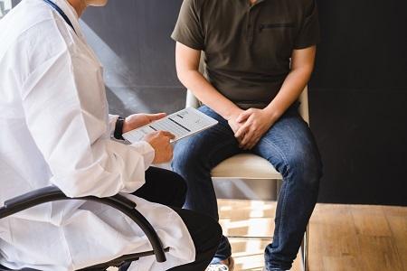 fájdalom erekciós vizeléskor talán prosztatagyulladás esetén fokozott erekció lehet