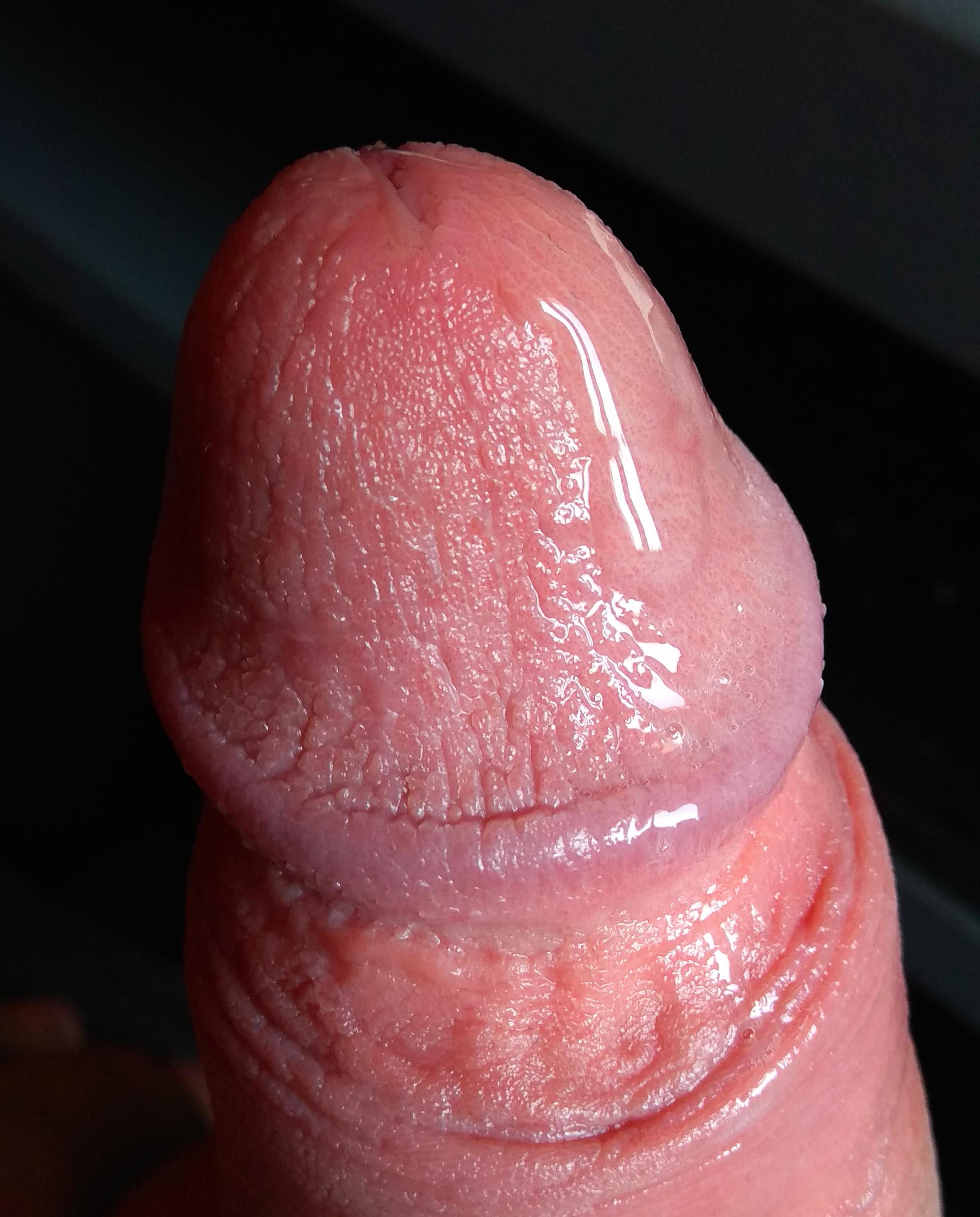 pénisz gyűrűzik valamit)
