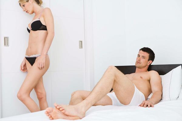 görcsök az erekció során)