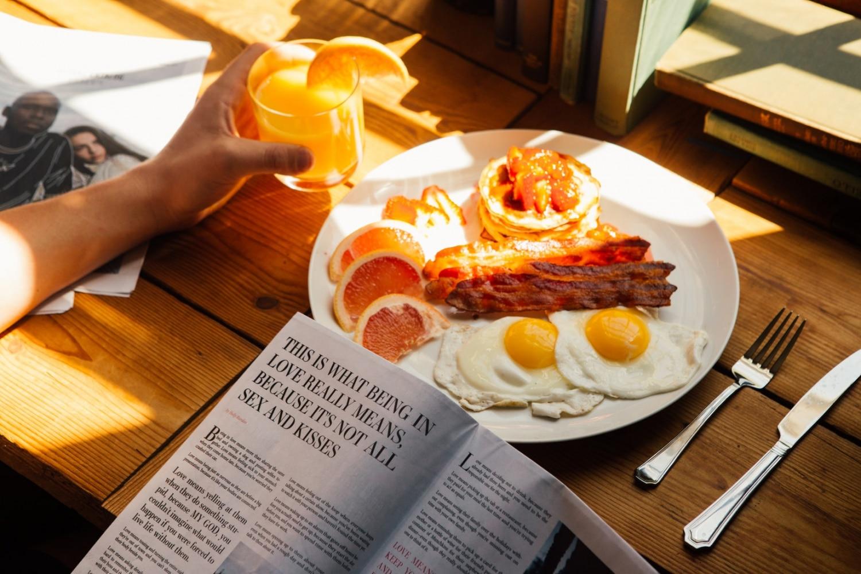 a barátomnak reggeli merevedése van