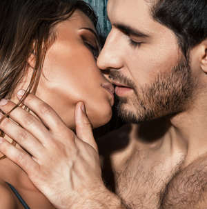 egy srác erekciója csók közben